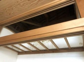 押入れの天井解体