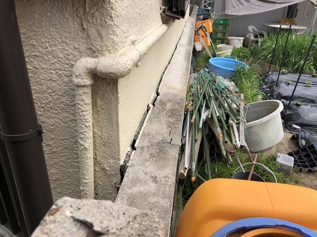 ブロック塀に隙間
