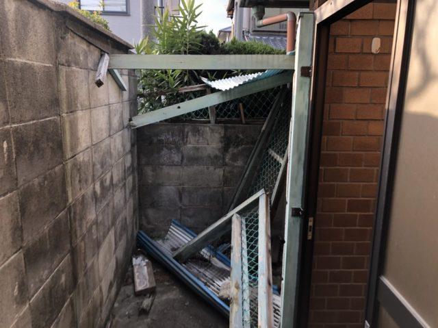八尾市で台風被害で物置の屋根が壊れたので修理しました。