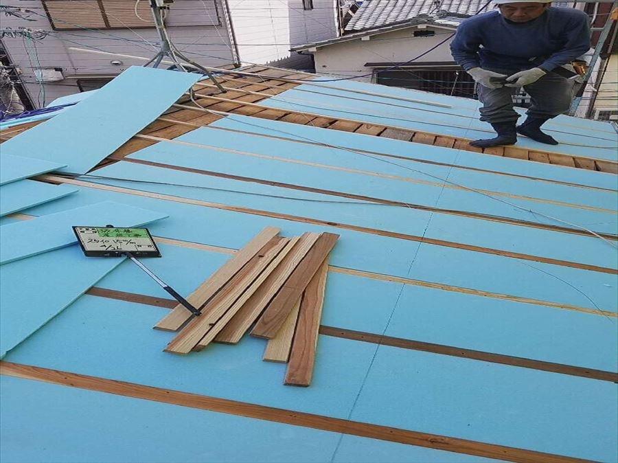 八尾市 屋根葺き替え 断熱材