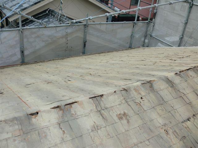 屋根の瓦撤去後